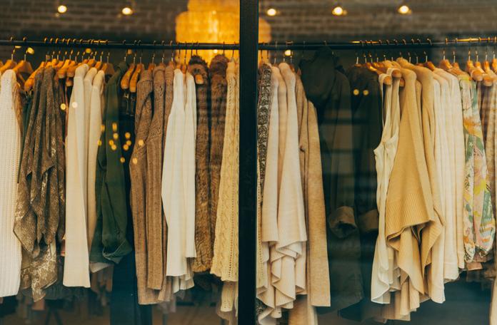 na co zwrocic uwage kupujac ubrania