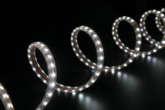 Jakie oświetlenie sprawdzi się w zakładach przemysłowych